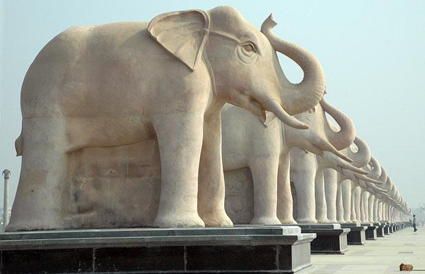 elephantstatues.jpg