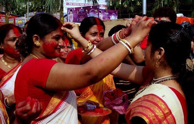 sindoor-khela-of-bengal Dussehra