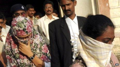 shaheen-dhada-outside-jail Dupatta dans Potin, potin, quand tu nous tiens!