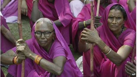 gulabi-protest Femmes en Inde dans Je l'ai lu dans le journal!